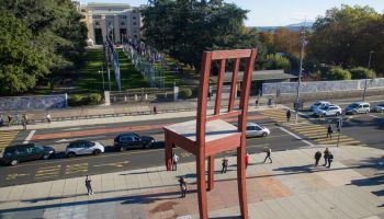 Broken Chair, porte-parole de Handicap International, tristement de retour dans l'actualité